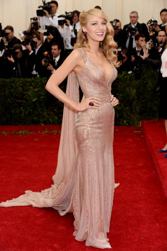 met-gala-2014-blake-lively-red-carpet-orig-getty__width_580