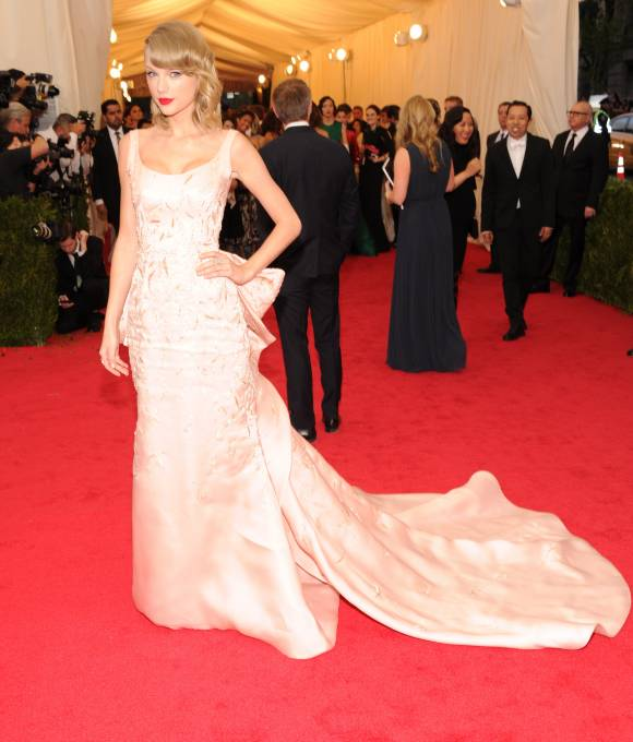 met-gala-2014-taylor-swift-red-carpet-orig-getty__width_580