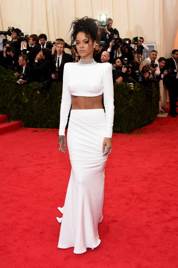 rihanna-met-gala-2014-red-carpet-original-getty__width_580